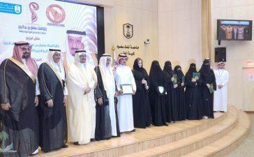 آل شيخ يكرم الفائزين بجائزة الملك سلمان في تاريخ الجزيرة العربية