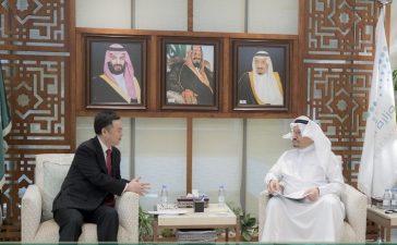 السفير الصيني بالسعودية في ضيافة وزير التعليم