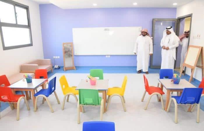 مدير تعليم المدينة يتابع تجهيزات 65 مدرسة مشمولة بالطفولة المبكرة