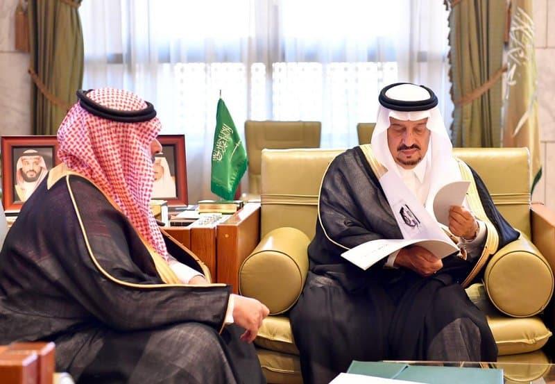 أمير الرياض يستقبل مدير تعليم المنطقة