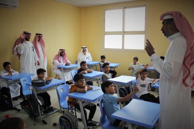 محافظ شقراء يتفقد عدد من مدارس الإدارة