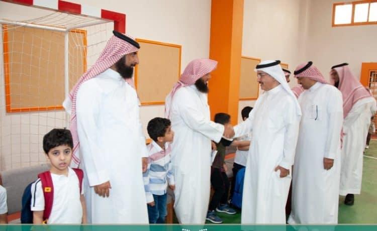 مساعد وزير التعليم يحضر انطلاق العام الدراسي الجديد من ابتدائية بمدينة الرياض