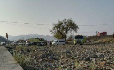 انقلاب سيارة في وادي المخواة يتسبب في مصرع طالب وإصابة زميليه