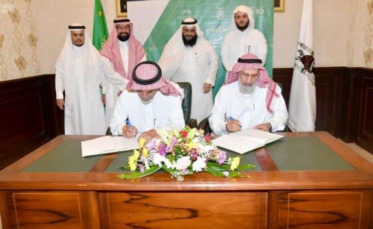 جامعة أم القرى توقع اتفاقية تعاون مع كليات الشرق العربي