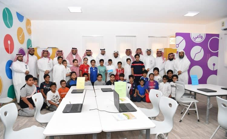 وكيل وزارة التعليم يتفقد تنفيذ مشروع المهارات الرقمية للمرحلة الابتدائية