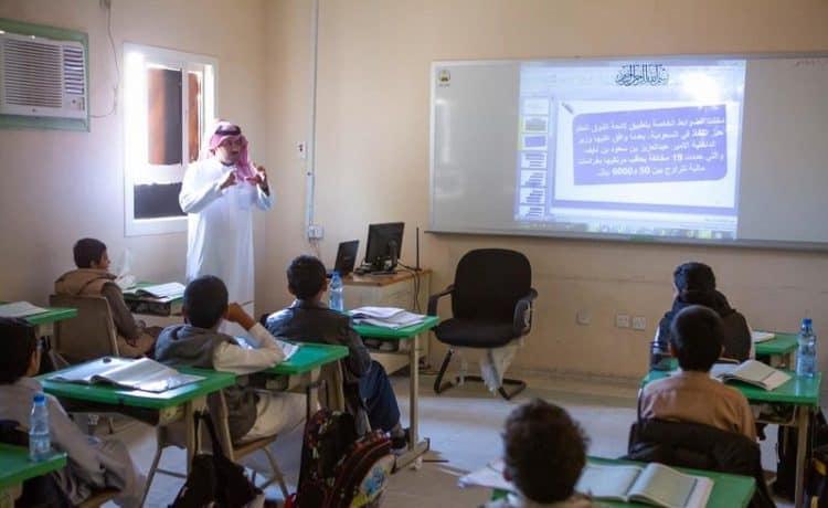 تنفيذ تعليم الأفلاج برامج توعية حول ما يرتكبه طلاب المدارس من مخالفات للذوق العام