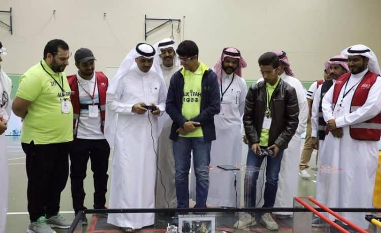 """تنافس 22 فريق طلابي في الأولمبياد الوطني للروبوت التحدي التقني """"FTC"""""""