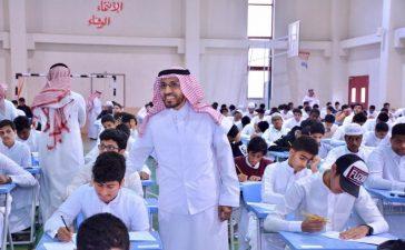 مدير تعليم جدة يتفقد سير الاختبارات الفصلية في أول أيامها