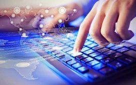 اذكر اهم التقنيات المستخدمة في المكتبات ومراكز المعلومات نُجيبك عزيزي القارئ في مقالنا على هذا التساؤل المطروح في محركات البحث وهو اذكر اهم التقنيات المستخدمة في المكتبات ومراكز المعلومات ، إذ نعرض من خلال هذا المقال هذه التقنيات الحديثة ودورها في تطوير مجال المكتبات و مراكز المعلومات، كما يُمكننا عبر معلمي ومعلمات المملكة أن نوضح أهمية هذه التقنيات وكيفية استخدامها في مراكز المعلومات والمكتبات. اذكر اهم التقنيات المستخدمة في المكتبات ومراكز المعلومات نعيش اليوم في زمن التكنولوجيا الحديثة المستخدمة في العديد من المجالات، حيث إن التكنولوجيا تُعد المحرك الاساسي للتقدم في هذا الزمان، فبعد وصولنا إلى خطوات ذكية و درجات متقدمة في هذا المجال صارت الكثير من مراكز المعلومات والمكتبات باستخدام هذه التكنولوجيا في مواجهة الطلب المتزايد على مختلف أنواع المعلومات في شتى مجالات الحياة. الجدير بالذكر أنه لا نجد أسلوب أو طريقة محددة تتعامل بها مراكز المعلومات أو المكتبات مه هذا المجال بل تختلف من مركز تعلمي أو مكتبة لأخرى، إذ نعرض لكم أهم التقنيات التي تستخدمها مراكز المعلومات والمكتبات على النحو التالي: تقنية الحاسب الآلي إذ يدخل الحاسب الآلي في جميع الأعمال الموجودة حاليا في شتى أنحاء العالم ويُعتبر الحاسوب هو الأيقونة الأهم في ترتيب وتنظيم البيانات والمعلومكات بشكل الكتروني في المكتبات مراكز التعليم وغيرها من المؤسسات التي تعمل من خلال التكنولوجيا الحديثة. المسجل الصوتي يُعد المسجل الصوتي من أهم التقنيات الحديثة التي تساعدنا في تسجيل العديد من المعلومات والبيانات المهمة من العلماء والخبراء في ورشات العمل والمؤسسات وغيرها. الفيديو هذه التقنية تعد المرجع الأساسي لحفظ وتخزين العديد من المعلومات في مختلف المجالات المستخدمة فيه هذه التقنية، إلى جانب تخزين هذه المعلومات في صورة فيديو يُعتبر مهما للغاية في الدراسات العلمية. قارئ المصغرات الفلمية يُعتبر من أهم التقنيات المستخدمة في مراكز المعلومات والمكتبات عن طريق قراءة أدق التفاصيل في المصغرات الفلمية. إلى هنا عزيزي القارئ نصل لنهاية هذا المقال الذي يتمحور حول الإجابة على سؤالكم اذكر اهم التقنيات المستخدمة في المكتبات ومراكز المعلومات، فيما عرضنا من خلال مقالنا التقنيات المستخدمة في مراكز المعلومات والمكتبات وأهمية كل تقنية منها، كما 