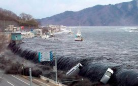موجات مائيه تكونت بفعل حدوث زلزال تحت المحيط